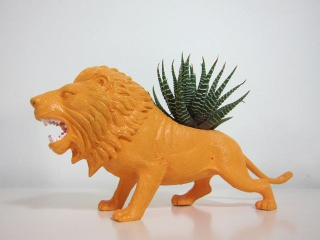 Lester the Lion Planter & Succulent