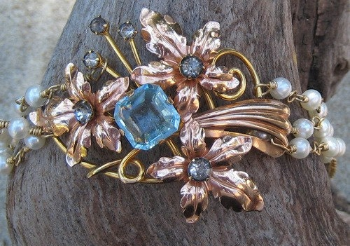 Gold bouquet bracelet