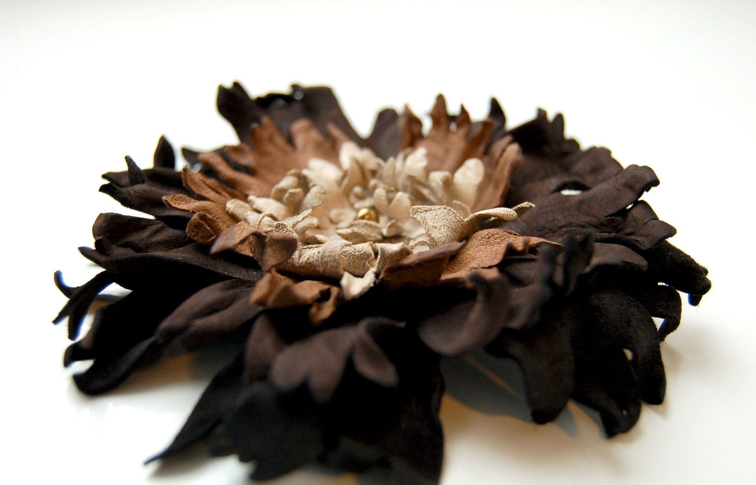 Recycled brown leather flower hair pin - ModaMakovera