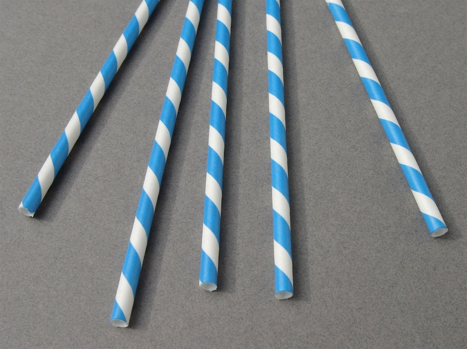 150 striped paper straws - blue/white - unwrapped
