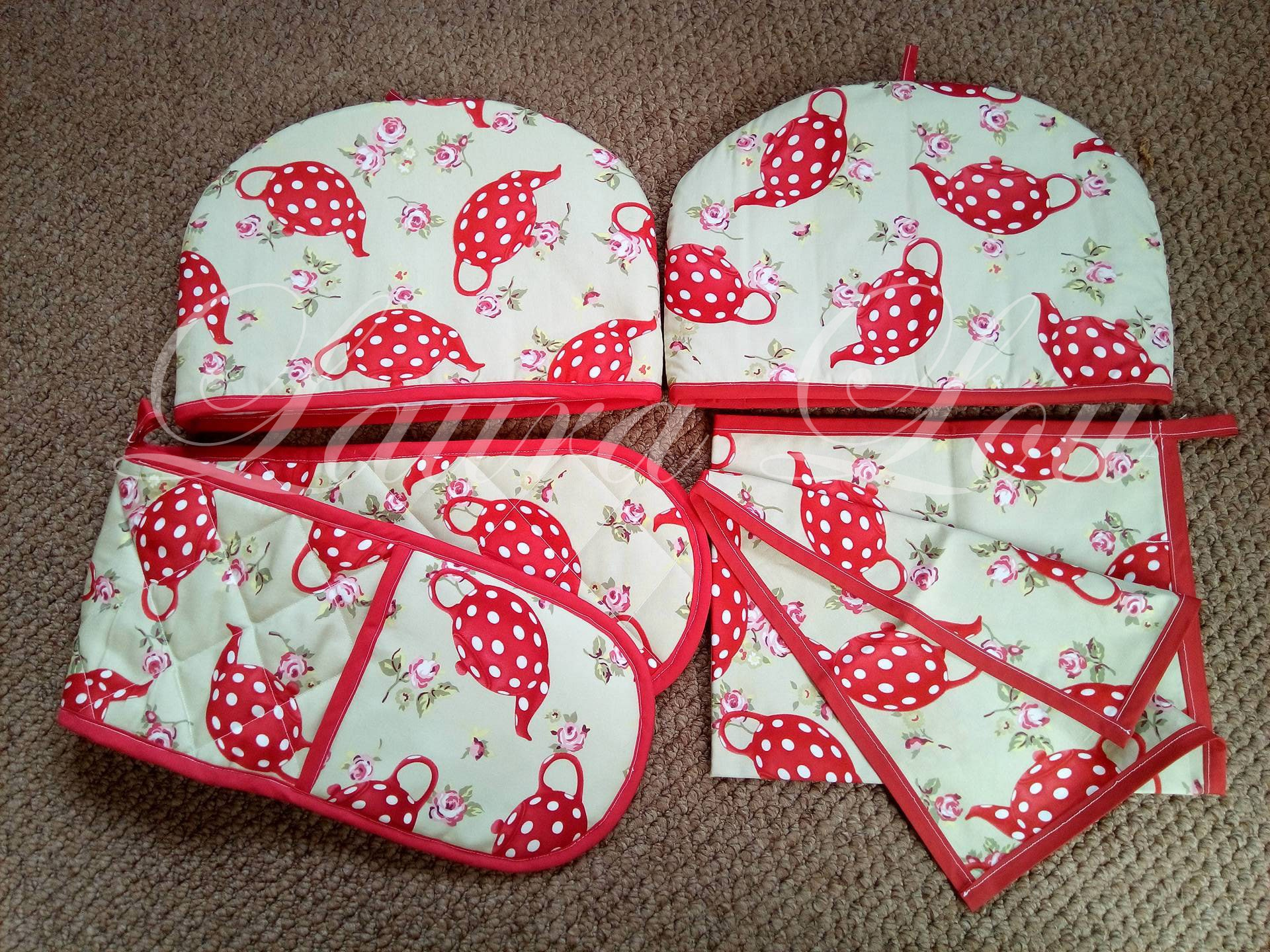Tea Cosy  Oven Gloves or Tea Cloth 2 piece sets  Red and green Teapot print