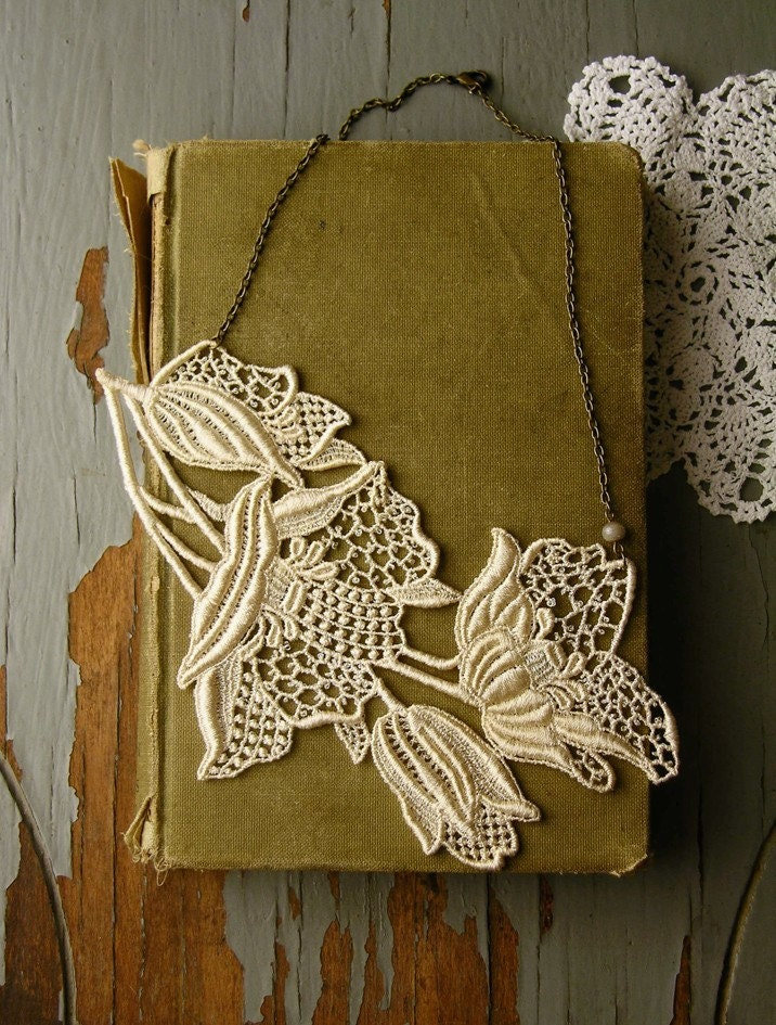 lily lace necklace