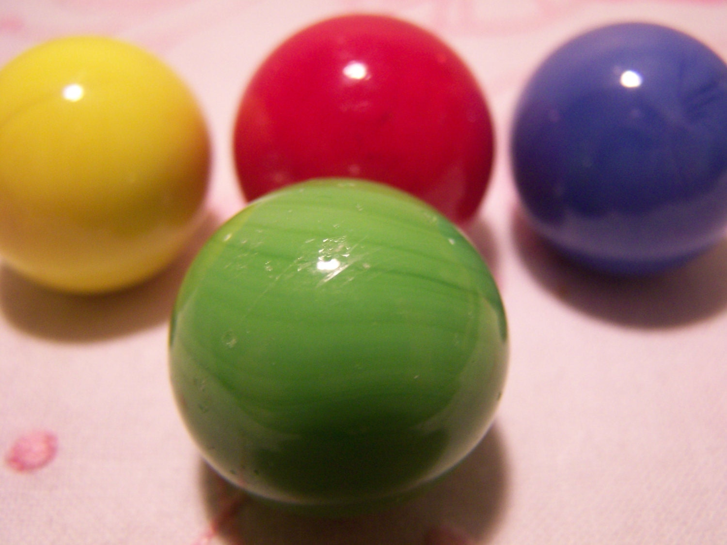 Green Glass Marble : Solid colour vintage glass marbles red green blue