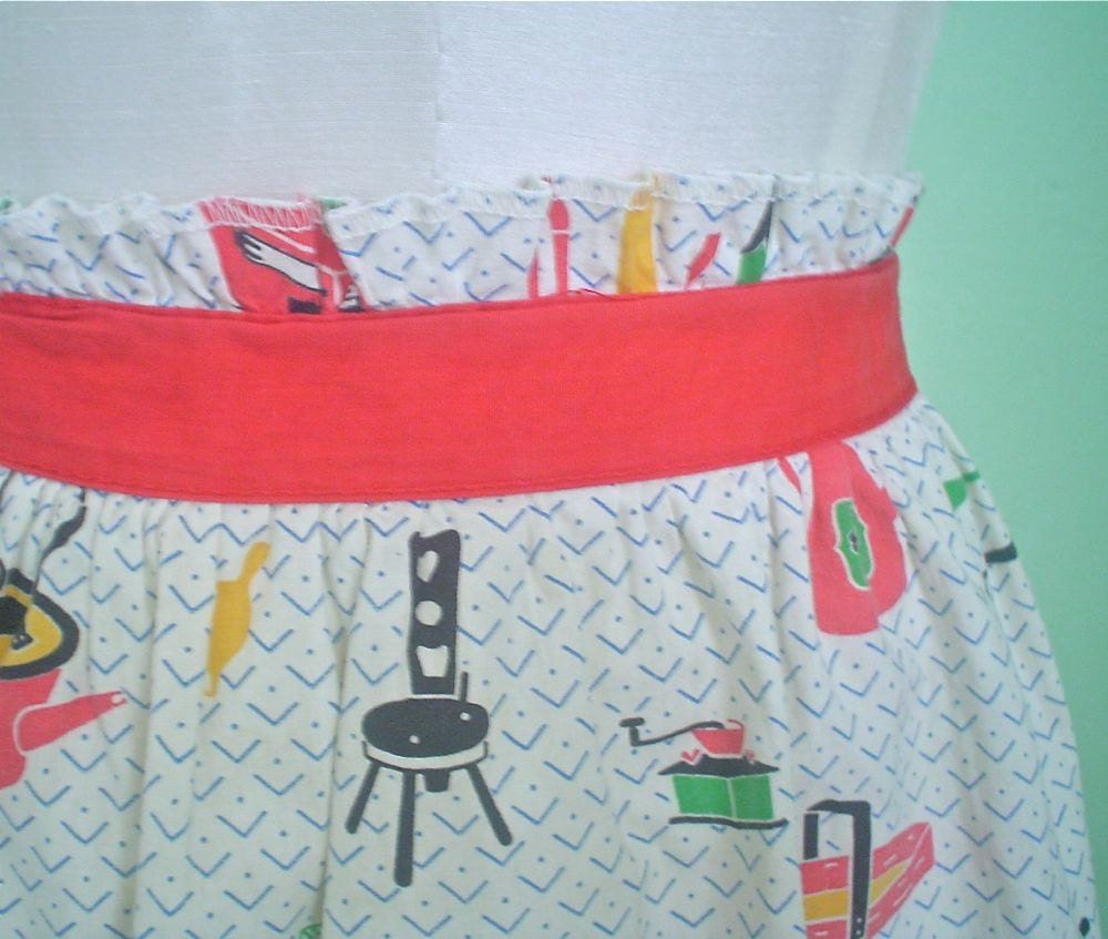 Vintage Half Apron with Kitschy Kitchen Print - Red and White - Girl's Size - DelightfulDressmaker