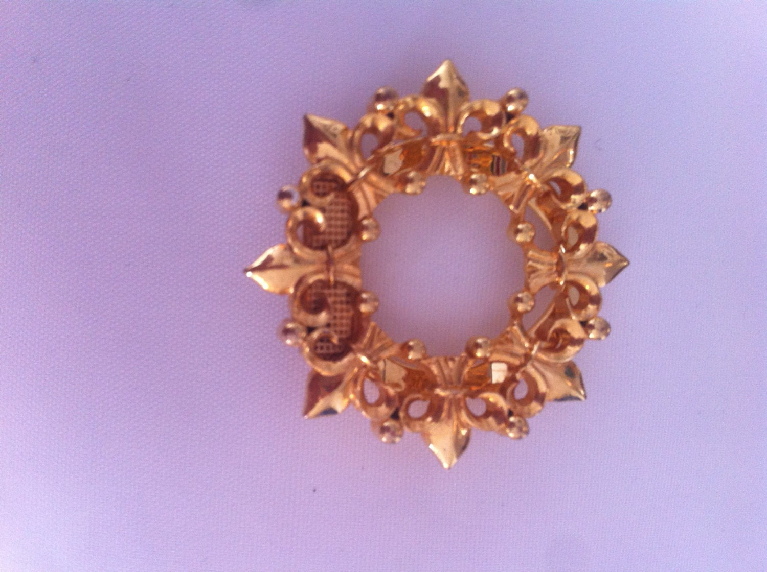 gold tone wreath 50s antique vintage brooch scarf clip pin retro jewellery jewelry
