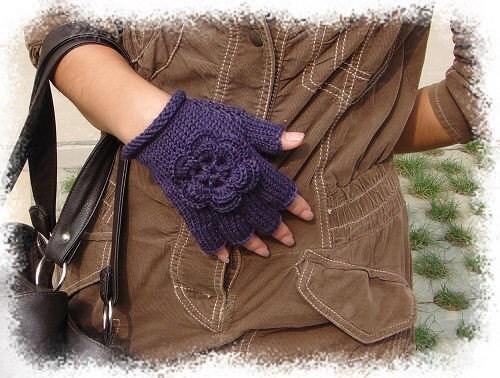 دستکش های پشم ارغوانی تیره fingerless با گل های زیبا