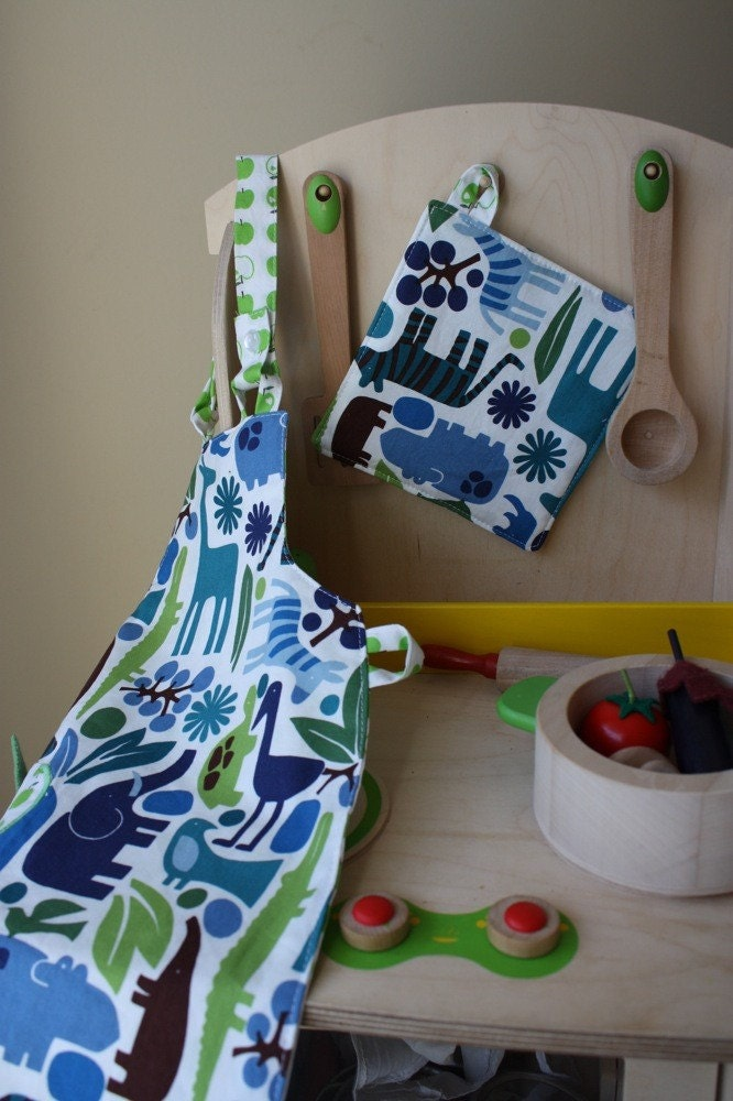 blue green zoo, wee chef set, toddler size 18-36 mos