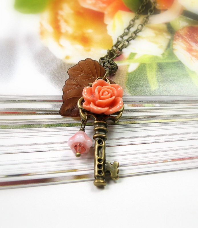 Vintage Style Floral Key Pendant Necklace