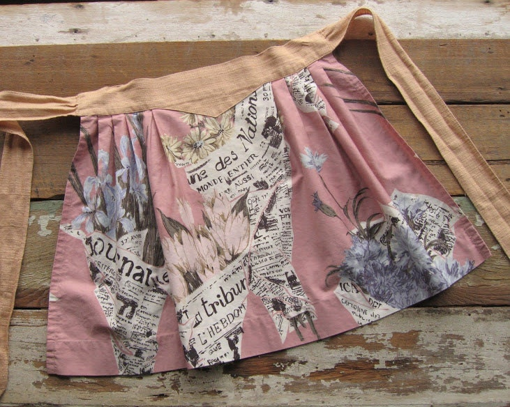vitnage french newspaper fabric apron