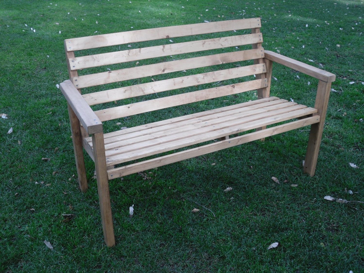 ... to make - Patio Bench - Outdoor Furniture for Patio Lawn or Garden