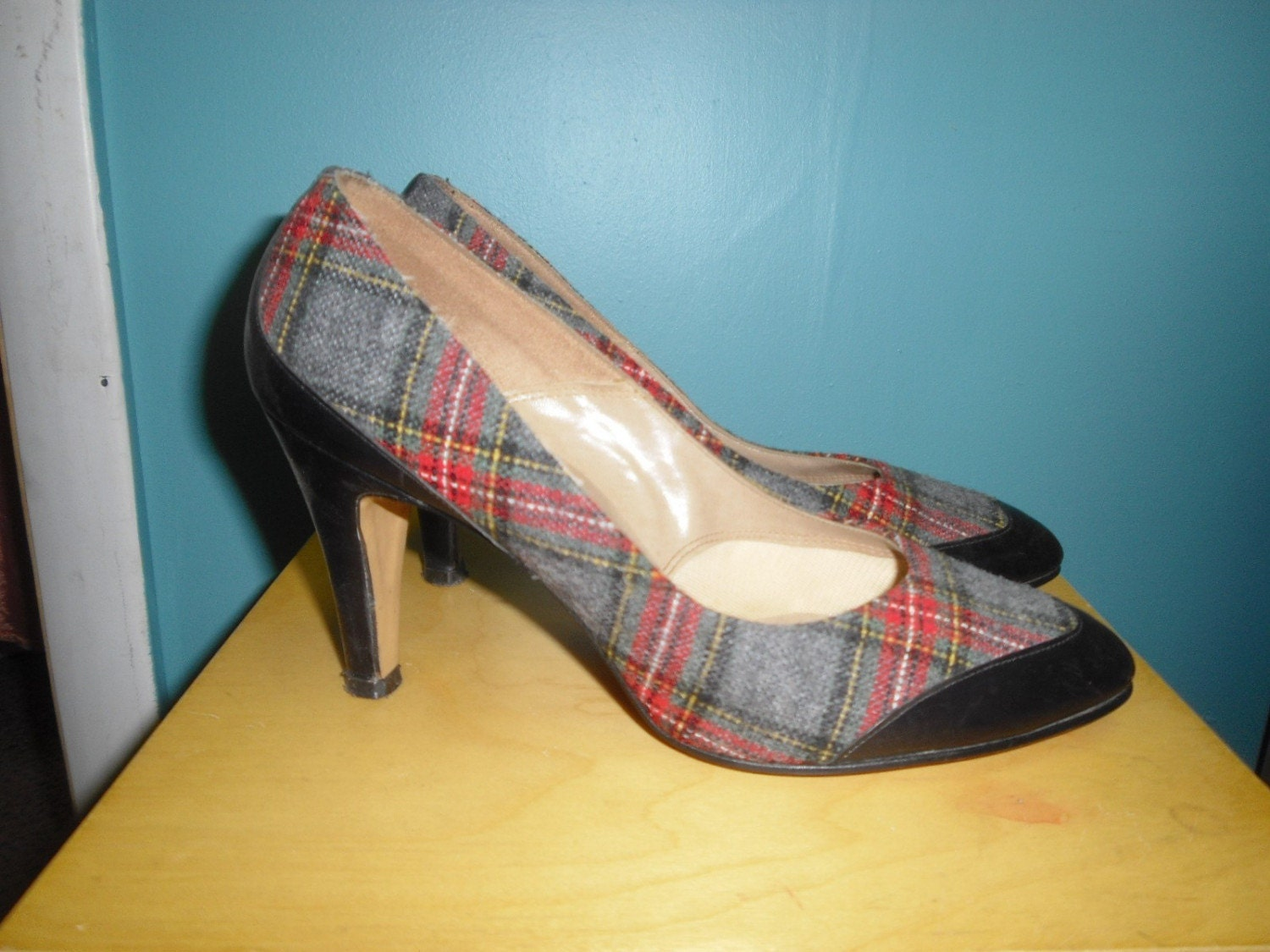 1950s JOHANSEN Black Leather and Red Wool Plaid Pumps Shoes