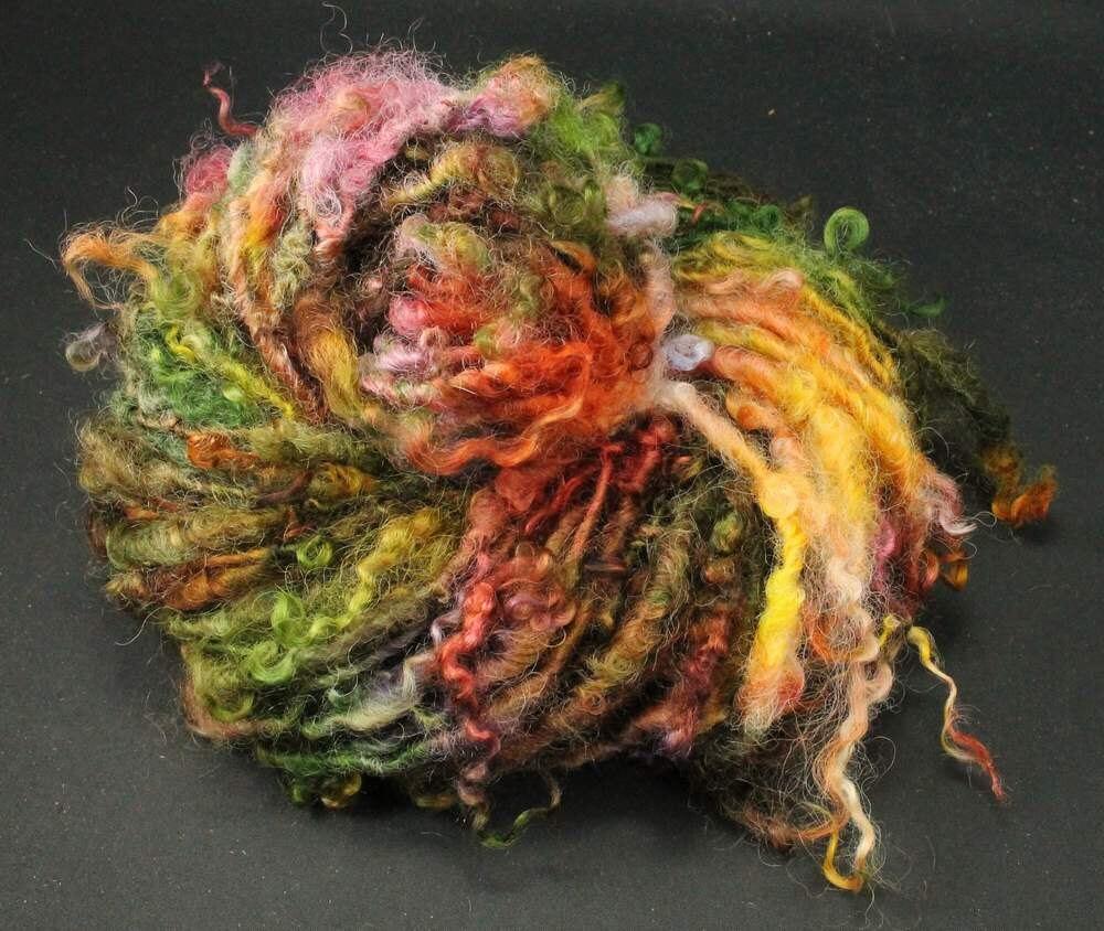 Handgesponnenes Art Yarn Masham Locken gefärbt, 105 g, 44 m, 100 % Wolle, reserviert für Marian