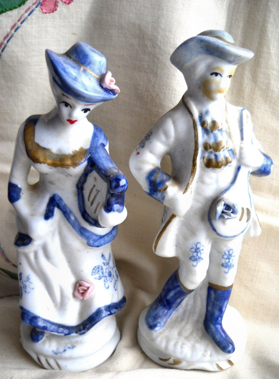 Vintage Blue White Porcelain Figurines By Momsantiquesnthings