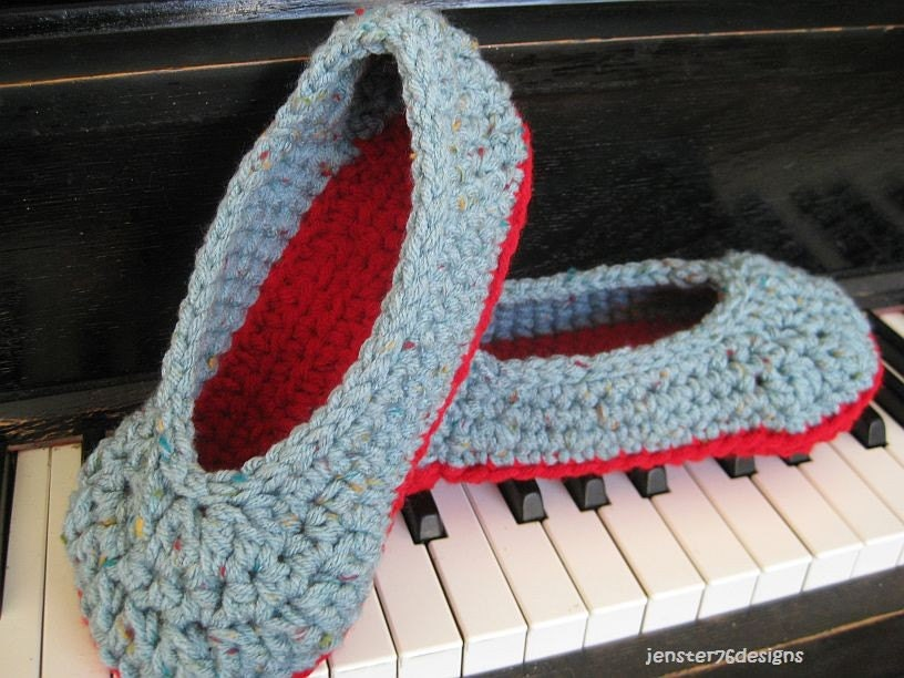 Your Favorite Slippers in Blue Flecks and Red size 7-8
