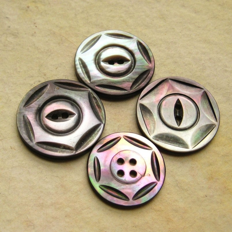 Smoky Pearl Shell Star Patterned Buttons