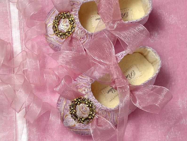 Pink2Blue's Gabriella Princess Baby Shoe/Slipper/Bootie 0-24 months.