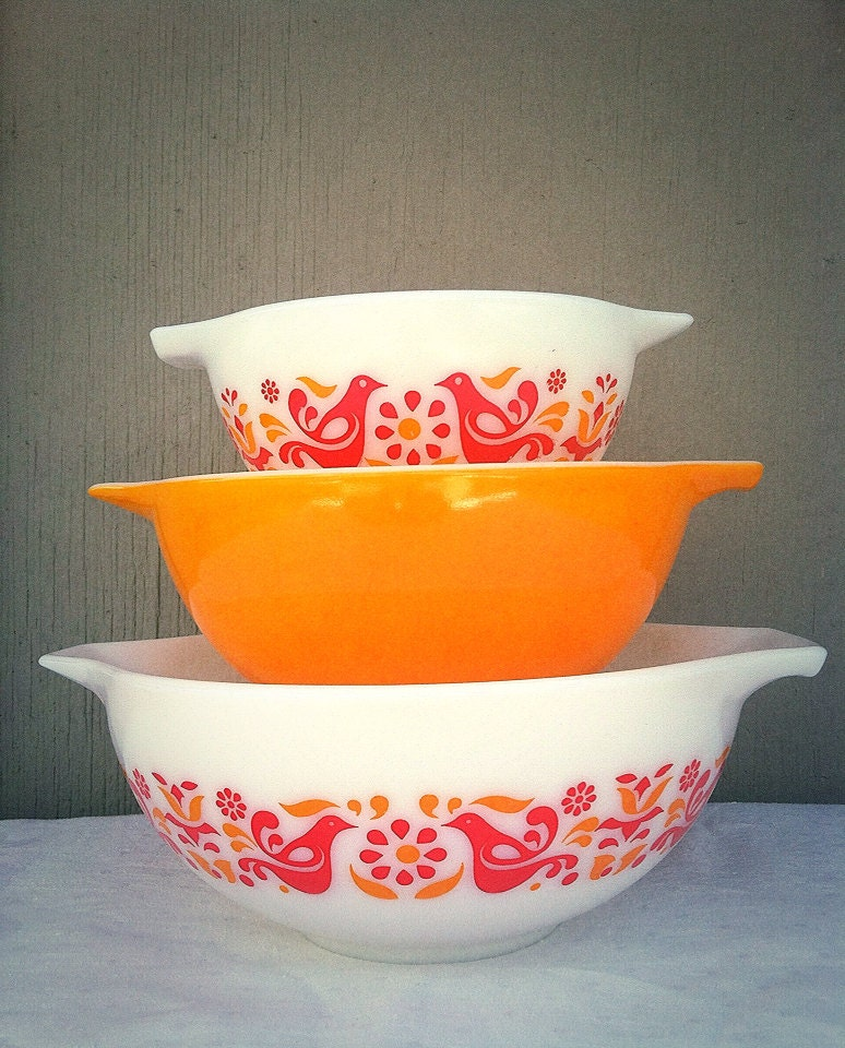 Vintage Kitchen Bowls: PYREX Friendship Mixing Bowls Cinderella By