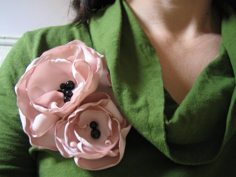 Dusky pink peony brooch, via Etsy: RiRiFisch