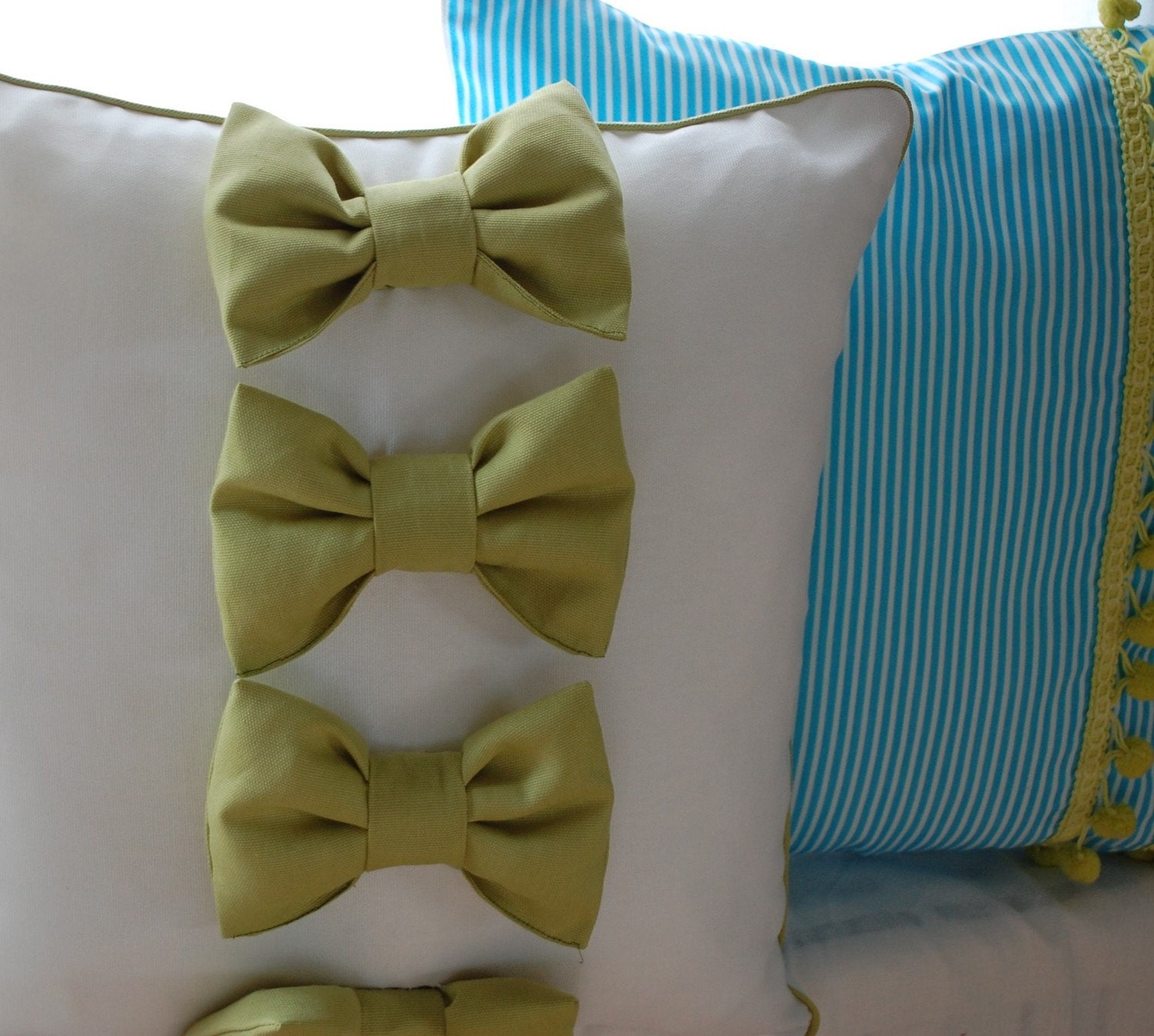 Lots of Bows Pillow cover