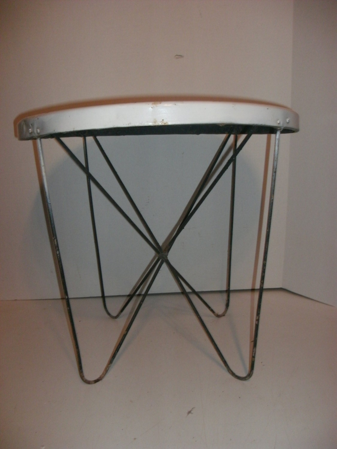 vintage round metal table with hairpin legs by memoriesnmore