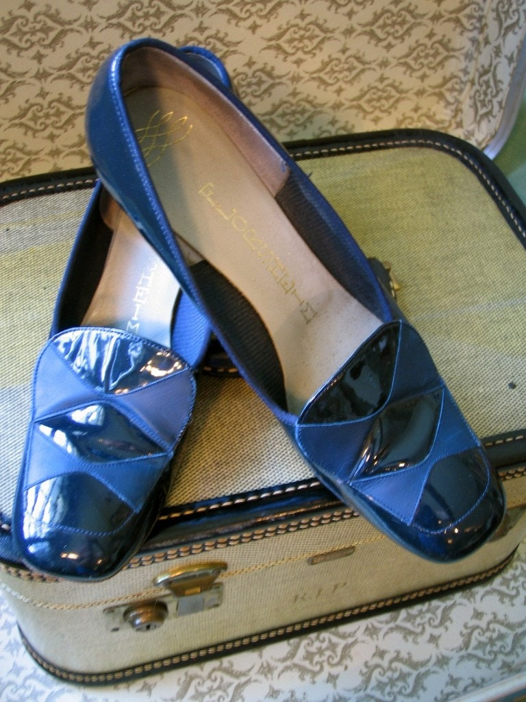 Vintage 1960's Argyle Shoes Patent Leather Geometric FLORSHEIM  MOD Prep Deep Dark Navy and Light Blue High Heel Pumps Size 6 6.5