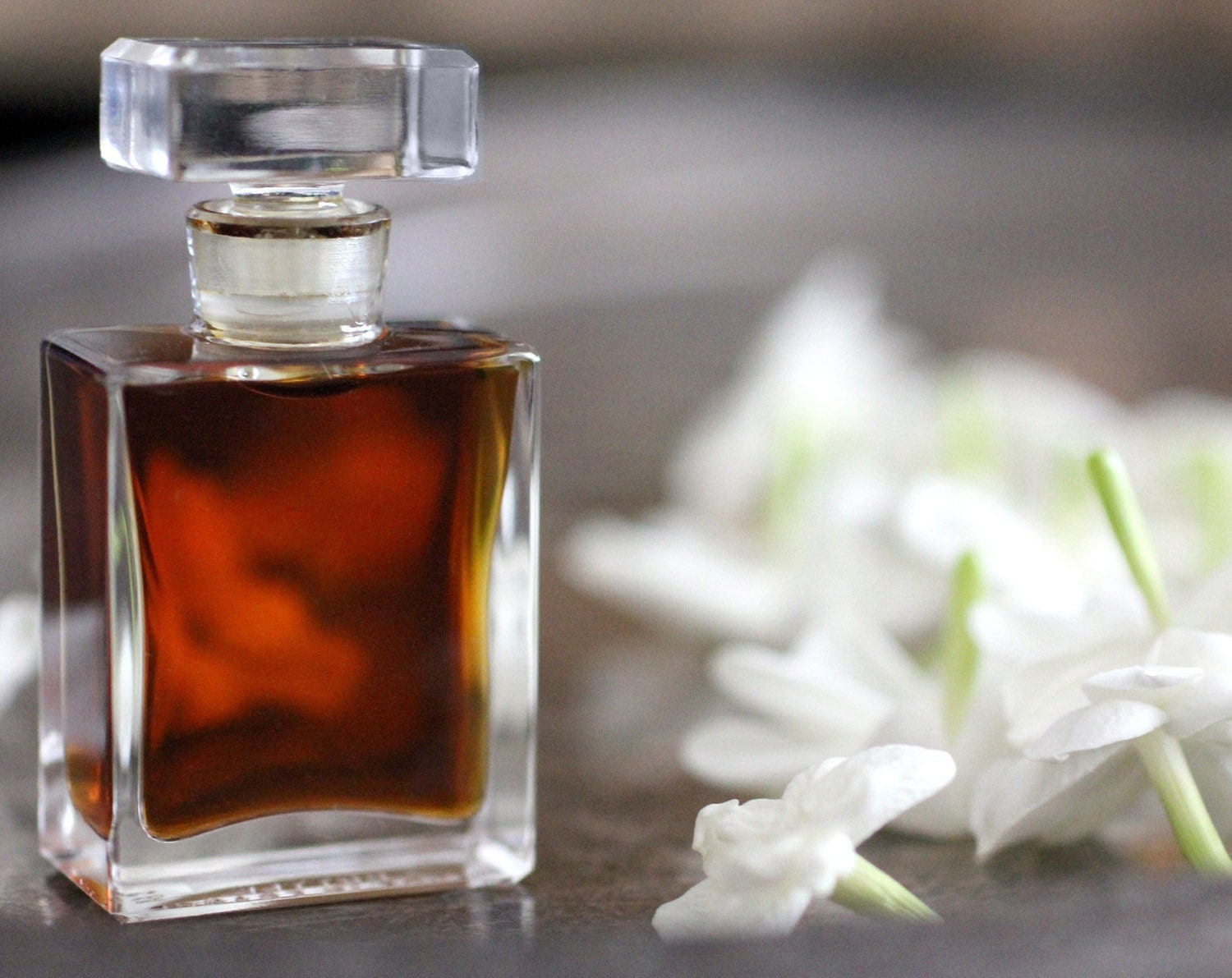 eco friendly perfume with myrtle and jasmine notes for women handmade