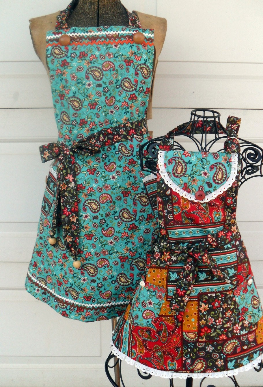 Apron Set Mother Daughter REVERSIBLE Chocolate n Paisley