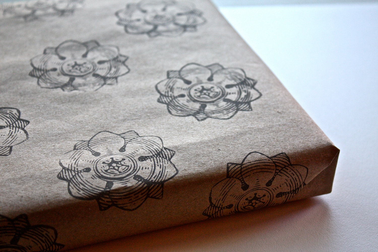 Gift Wrap Hand-stamped Wrapping Paper with Gift Box Brown Kraft Paper Rustic Flower Pattern