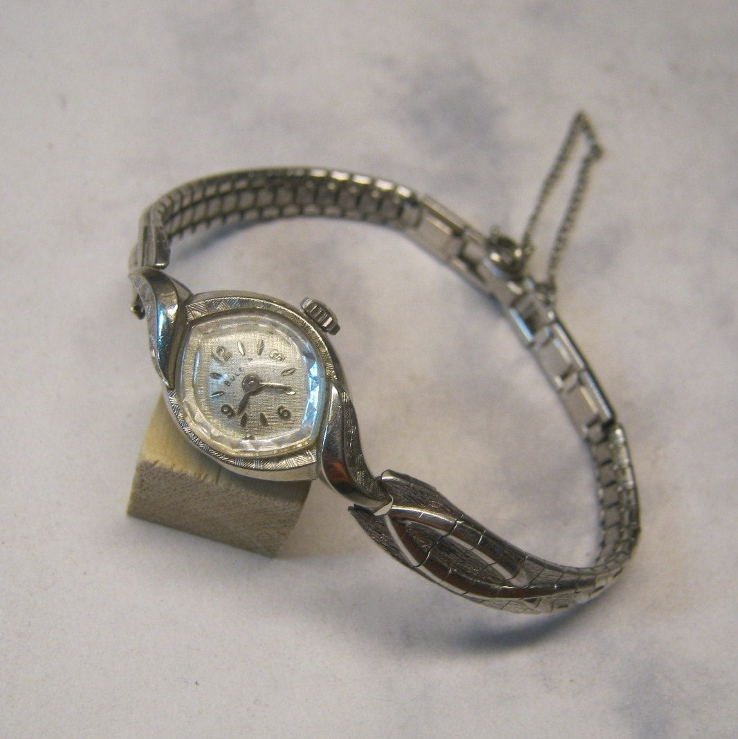 1940's Bulova Pink Gold Filled Vintage Wrist Watch