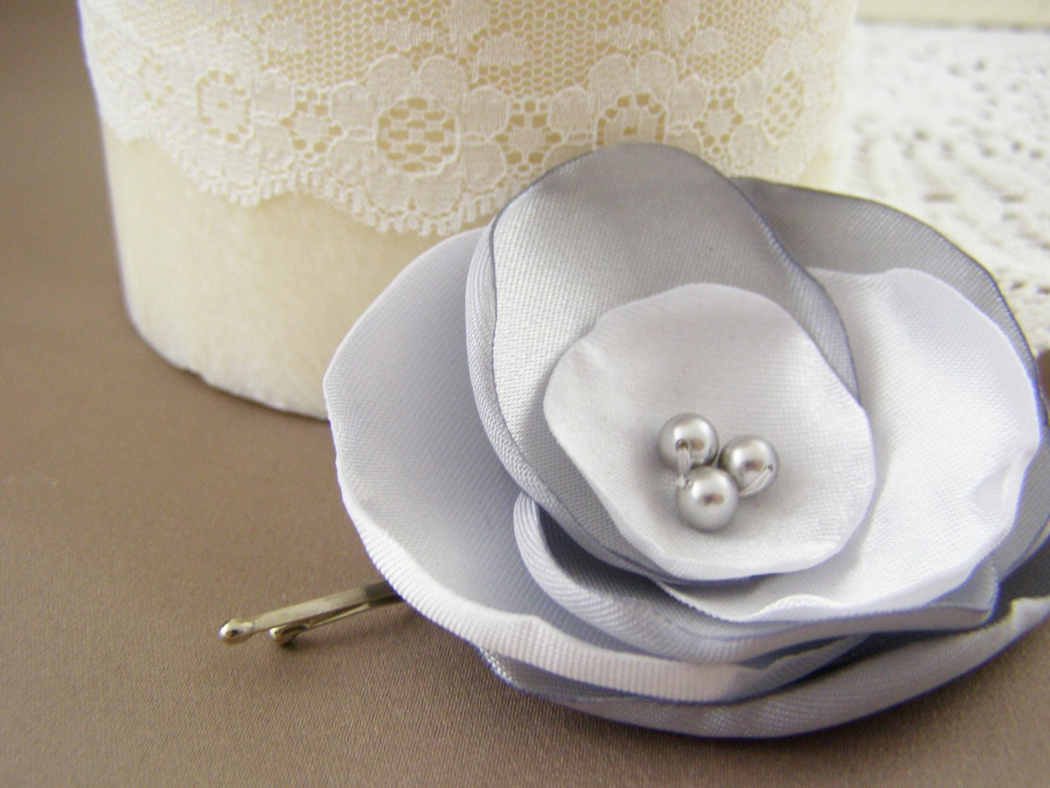 Small Grey and White Flower Hair Pin