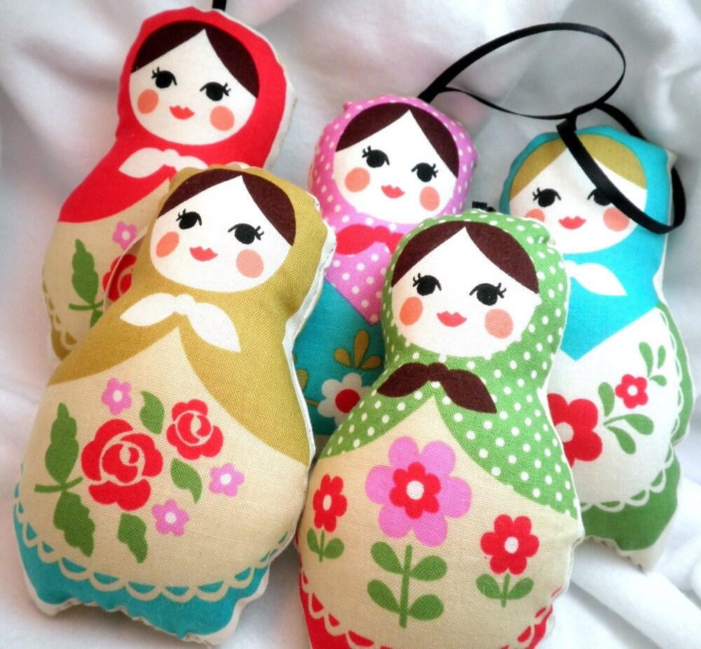 Ornaments - Pastel Beige Classic Stuffed Matryoshka Dolls - Set of 5