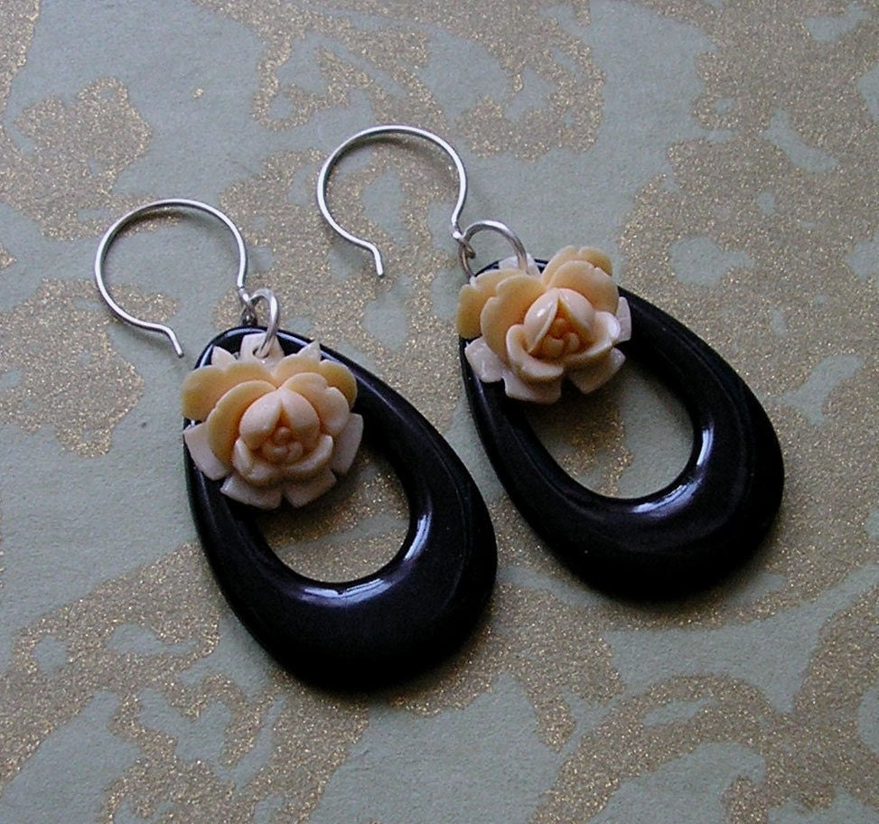 Evoke Vintage Rose with Black Loop Earrings