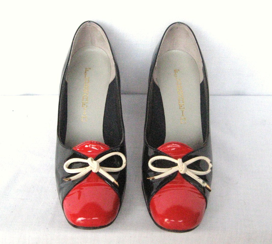 SZ 75 VINTAGE BLACK AND RED 1970s PUMPS WITH by zaasvintageboots