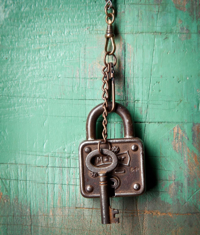 keys locks on pinterest old keys skeleton keys and vintage keys. Black Bedroom Furniture Sets. Home Design Ideas