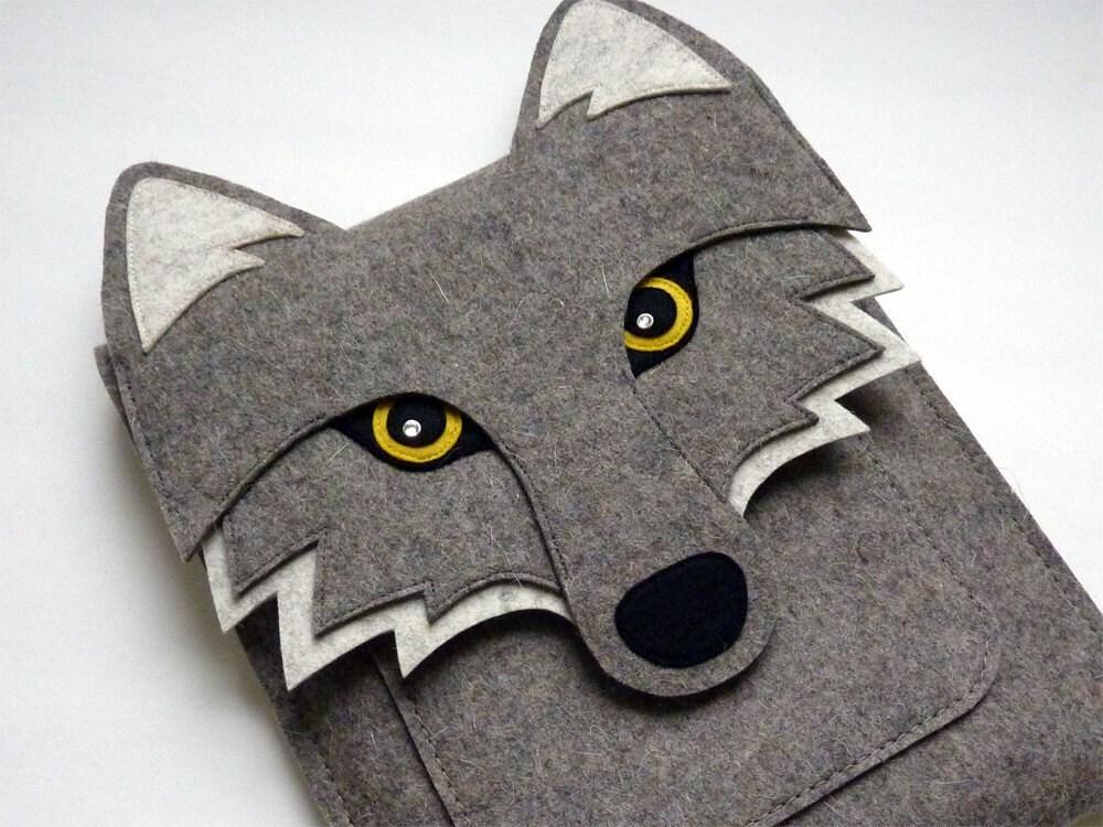 iPad 1 sleeve - Wolf in natural grey designer felt