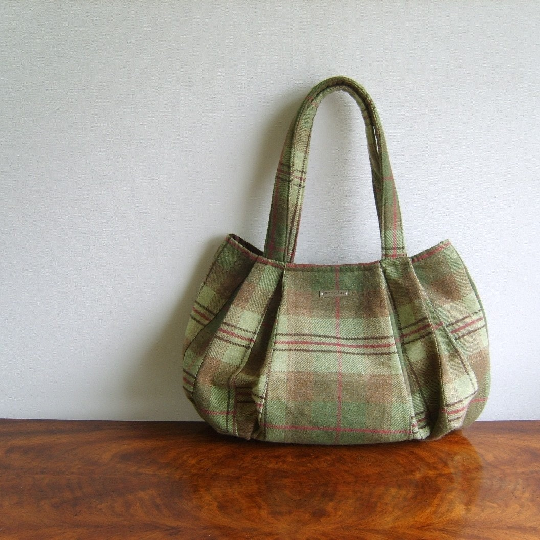 GREEN TARTAN SWIZZLE / pleated hobo