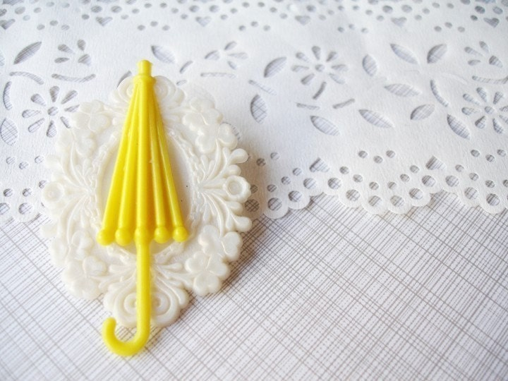 whisperous rain - cameo umbrella pendant pin.