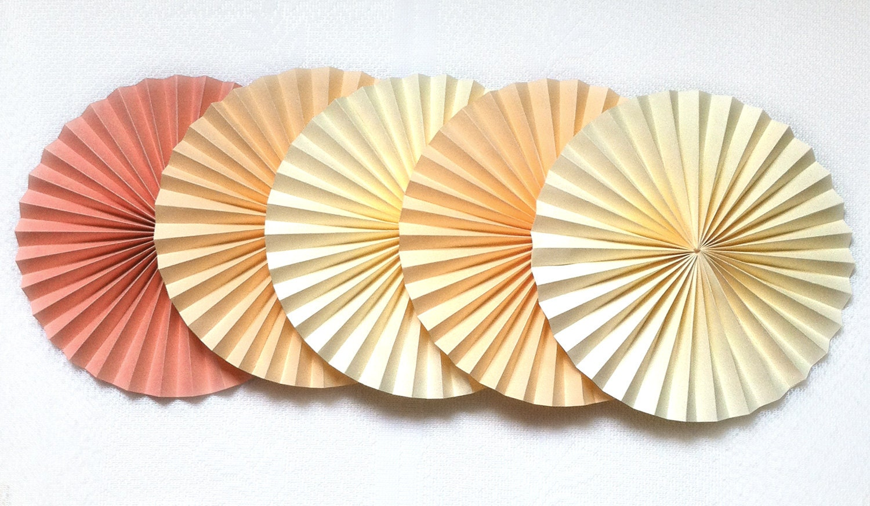 Веерный круг из бумаги своими руками