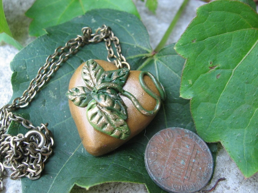 gold heart and leaves pendant