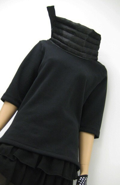 Exaggerated Neck Black Sweatshirt