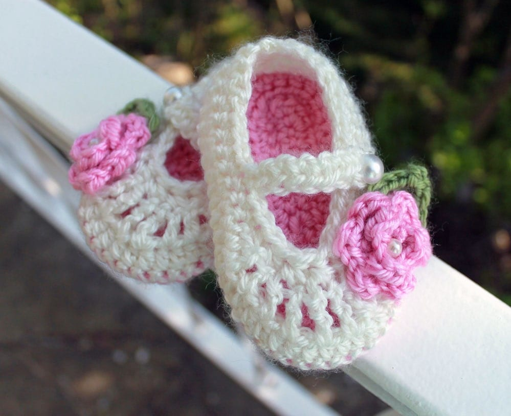 Baby Booties, Crochet, Mary Jane in Cream and Pink with  Roses, size 3 to 6 months, Ready to Ship - LittleLillyBug