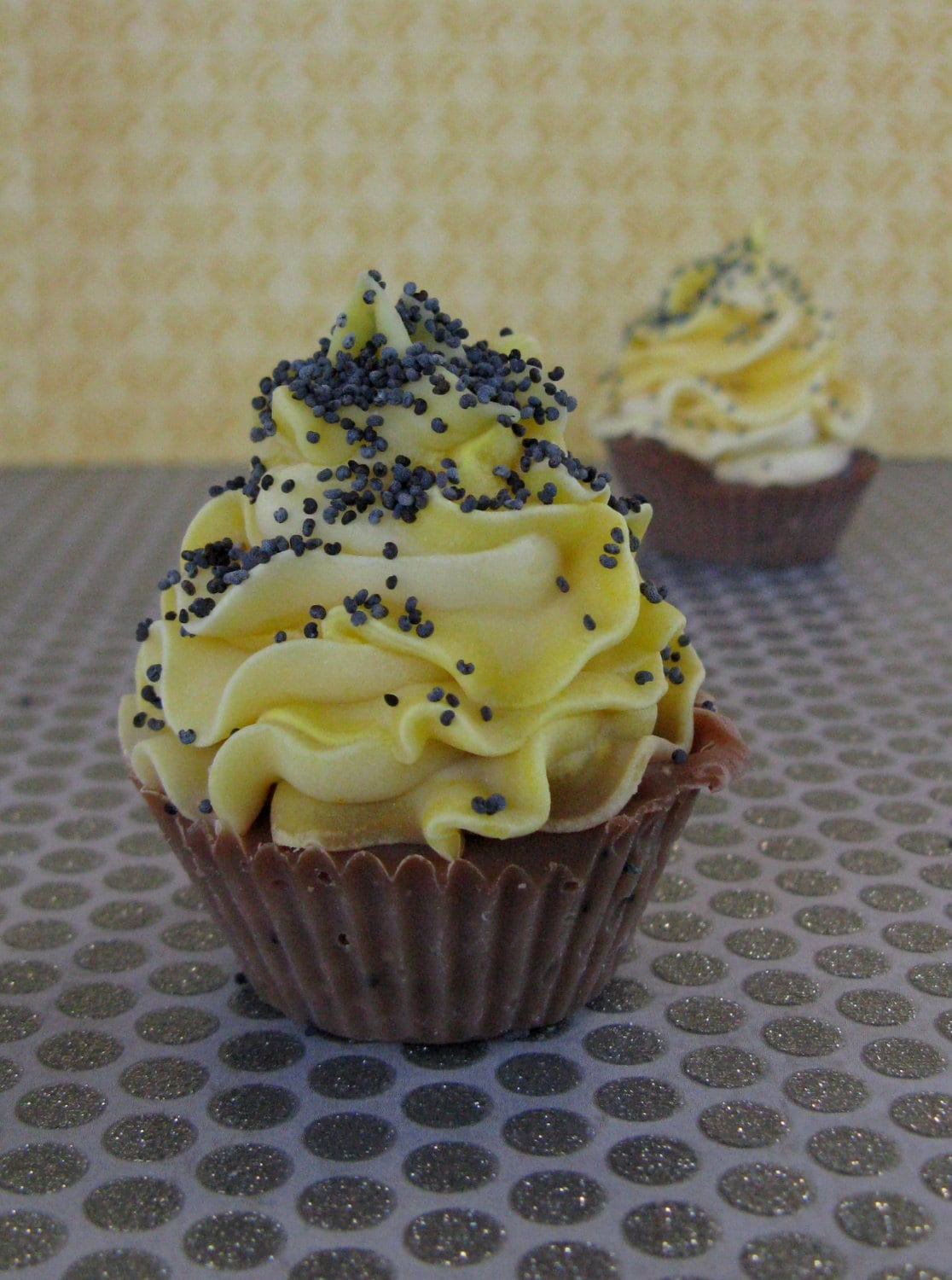 Dois Mini Lemon Poppy Seed Soap Cupcake