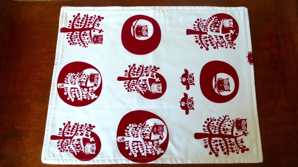Eco change mat / burp cloth with festive red owls