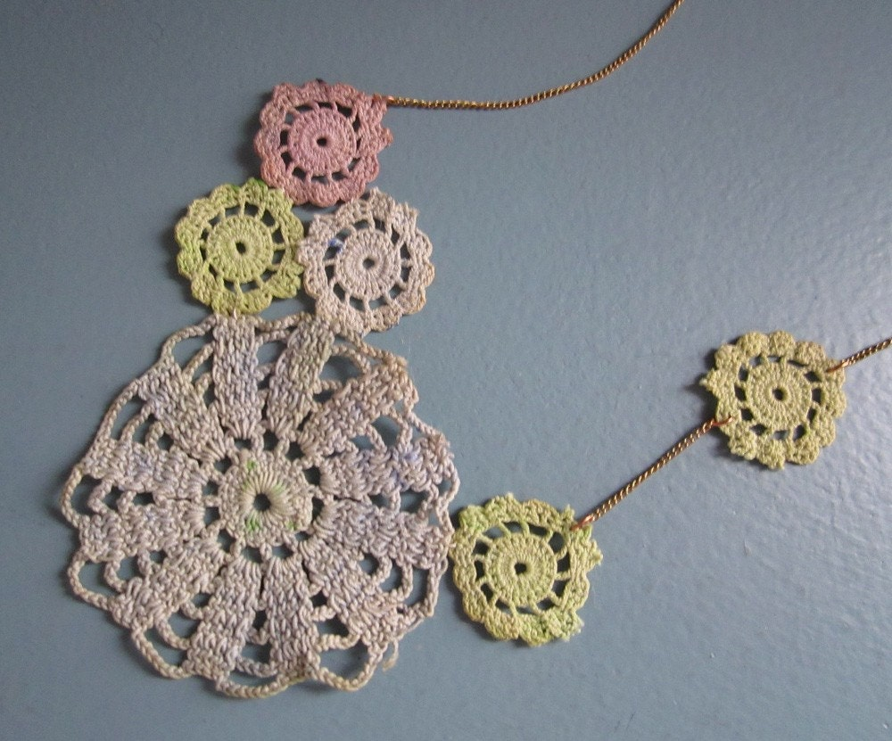 scattered doily necklace