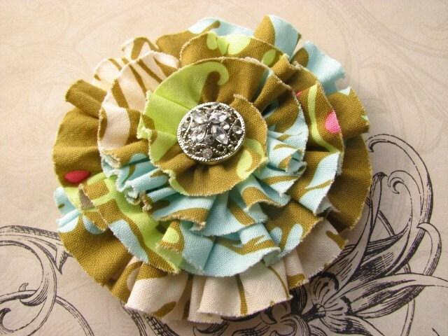 vintage garden.  flower corsage brooch.