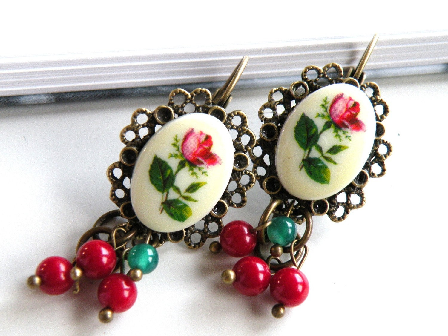 Vintage inspired floral cameo earrings(Free shipping)