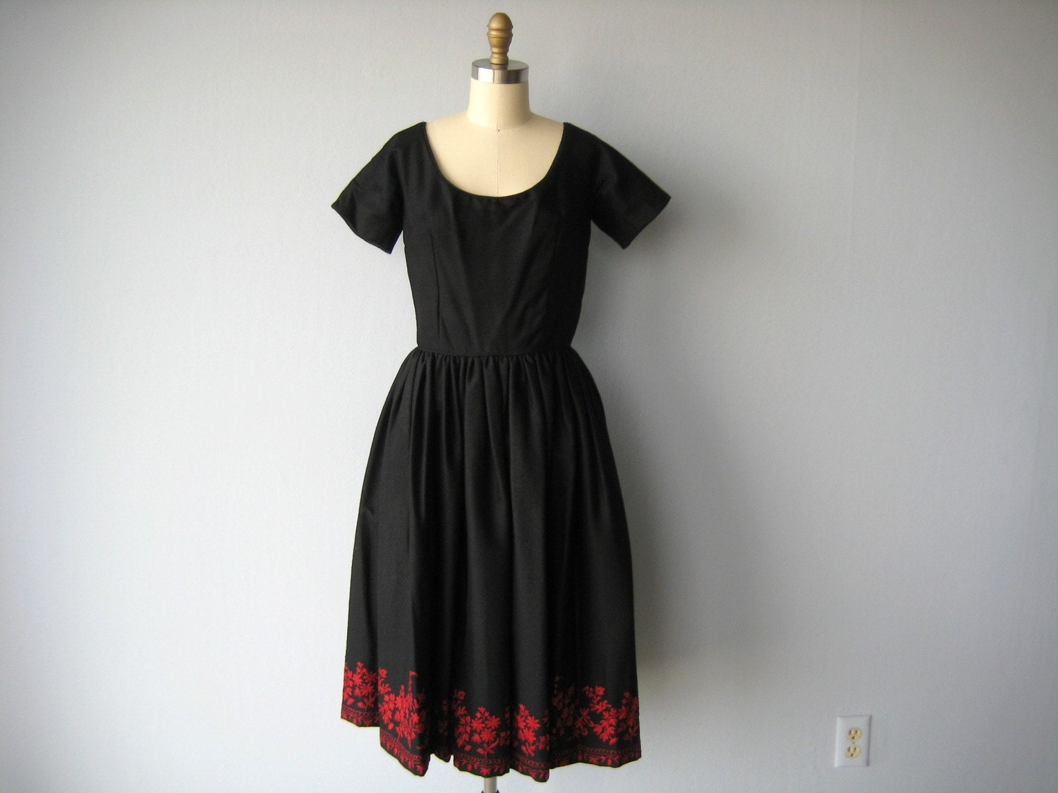 1950s vintage CREWEL EMBROIDERED wool dress