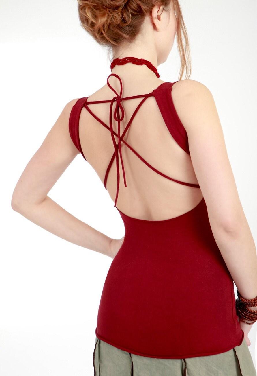 Maroon красной женщин топ с бабочками руки трафарету, открытая спина с большим подробно крест, уникальный, женственный, хорошо приспособлены