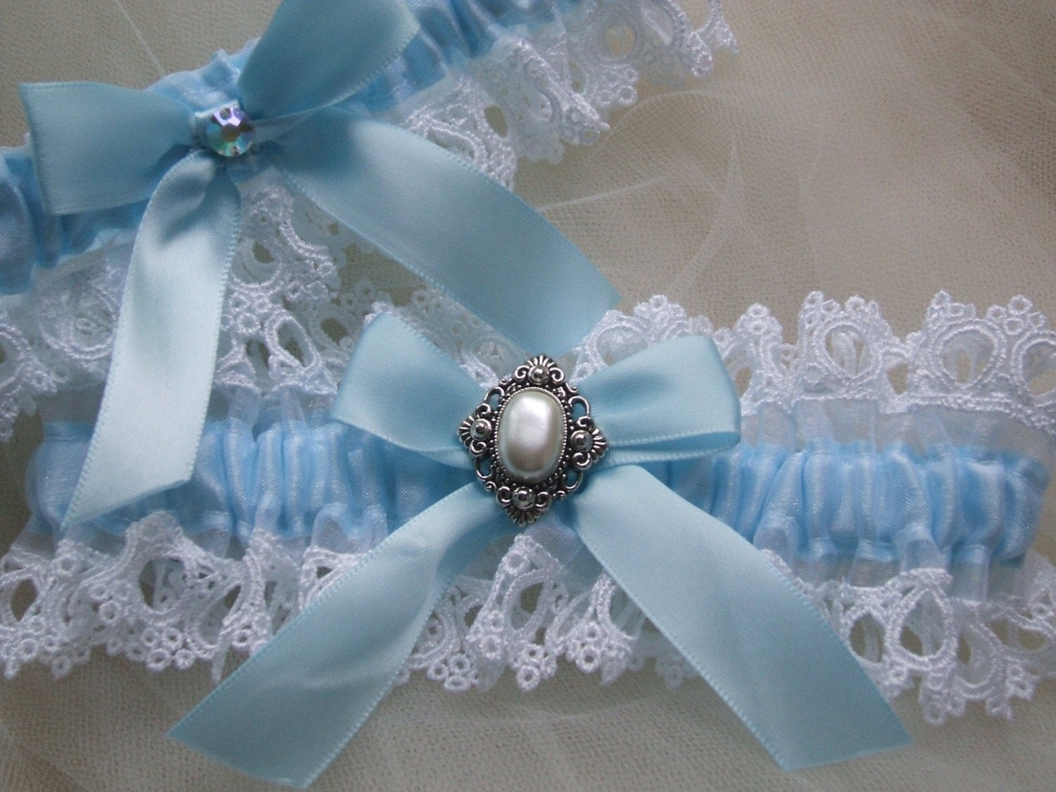 Blue and white Venice garter set