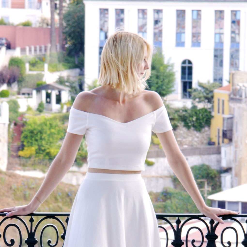 Womens Summer Off Shoulder Fitted Crop Top in White. Strapless Short Sleeved White Bardot Top with Sweetheart Neck